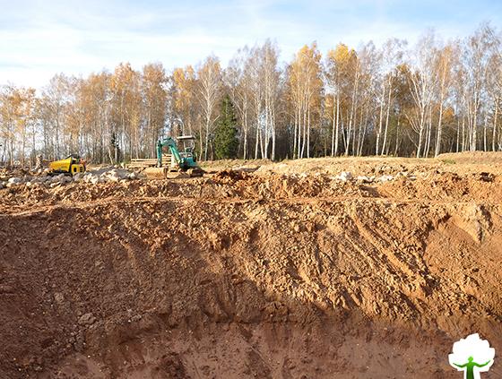 Выполнение работ по откопке пруда с использованием спецтехники