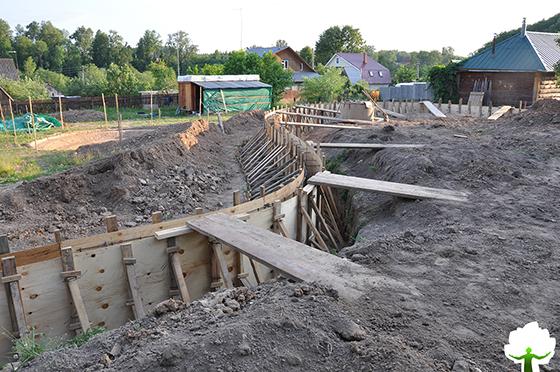 Устройство опалубки- важный этап строительства подпорной стенки