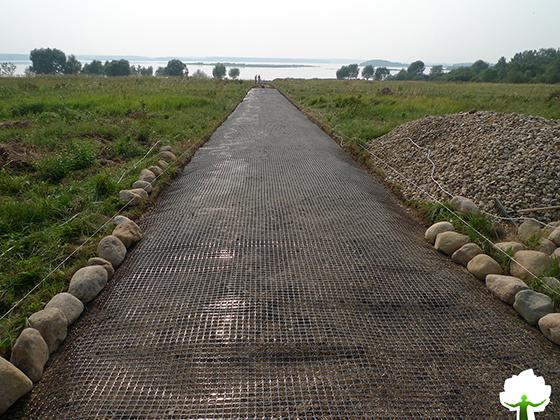 Дорога к озеру на этапе строительства